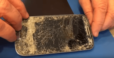 Dead Samsung Galaxy S3 with cracked screen