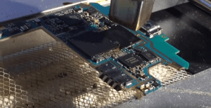 Prepping memory chip of Samsung Galaxy S3 for removal with top hot air